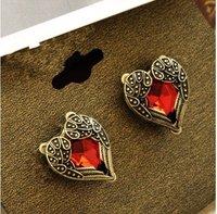 Серьги-гвоздики Fashion Chic Vintage Red Stone Palace Carve Heart Sharp Earrings B E0353