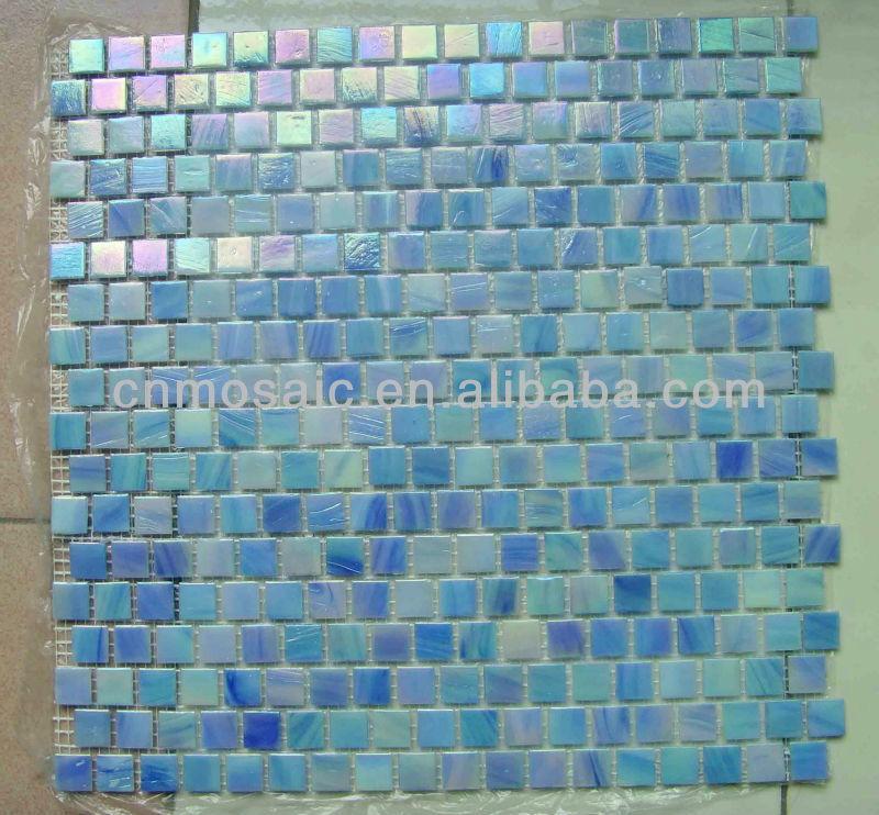irisierende blaue mosaik aus glas fliesen für schwimmbad ...