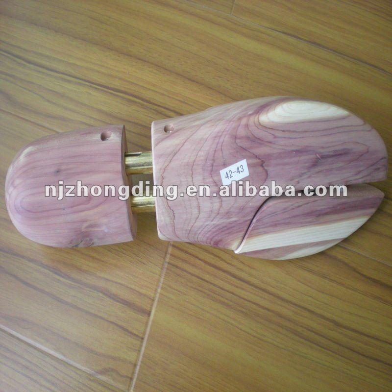Deluxe aromatic cedar shoe tree