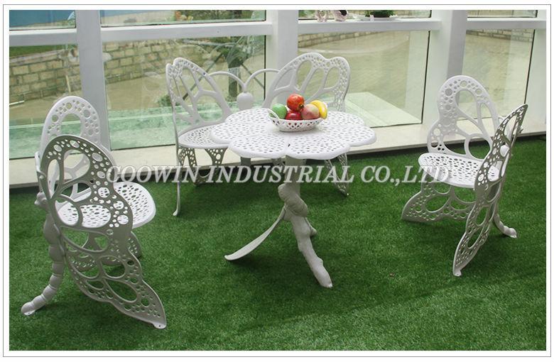 mobiliario de jardim em ferro de superfície limpe com água não uso