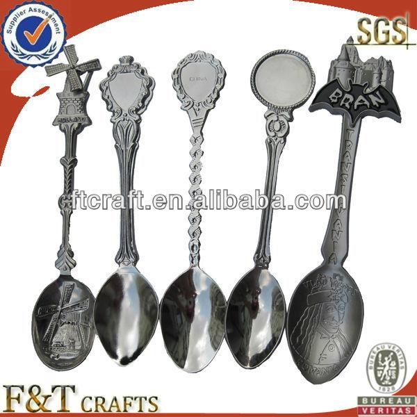 cheap custom mini me<em></em>tal silver souvenir spoon with paster