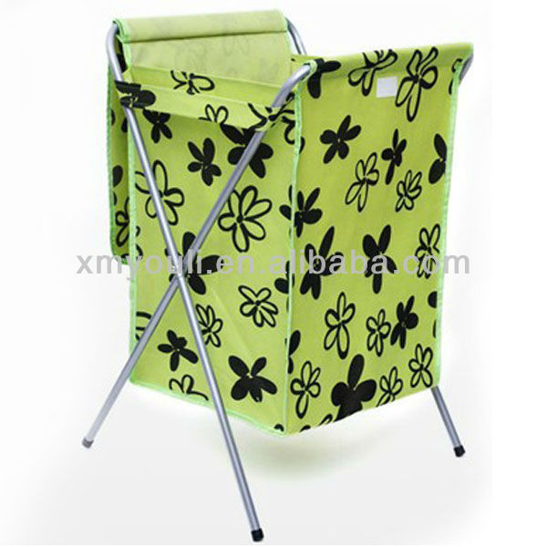 collapsible laundry basket with lid