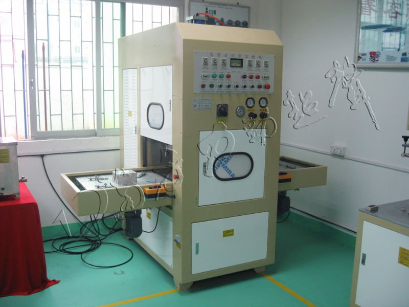 Single-head antomatic high-frequency fusing machine