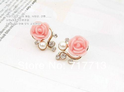 Серьги-гвоздики с розовыми розочками. фото