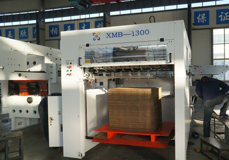 High Qulity XMB-1100mm Semi Automatic Paper Die Cutting And Creasing Machine