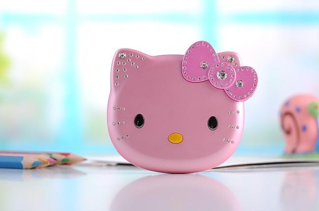 Dien thoai Hello Kitty K688 ngo nghinh de thuong voi phong cach thoi trang