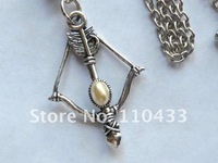 HUNGER GAMES PEETA KATNISS BOW AND & ARROW PEARL CHARM PENDANT NECKLACE NW071
