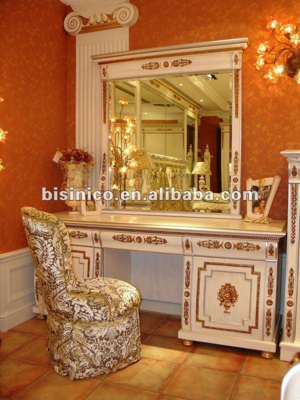 Clásica bronce y juego de dormitorio de madera casa de color ...