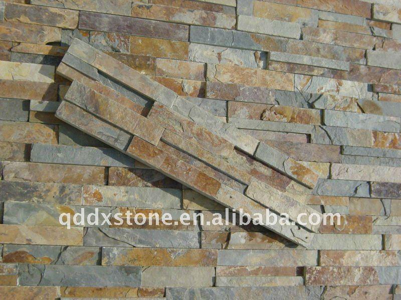 As paredes decoradas com pedras de ardósia da culturaArdósiaID do