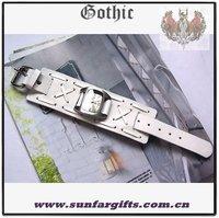 белый цвет готический широкий панк крест стежка кожа аналоговые наручные часы