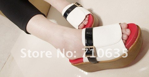 2012 Best Sale Buckled White & Black Sandals for Women Icon Design Retail /Promotion 2012 Cool Style Women Sandals FREE SHIPPING