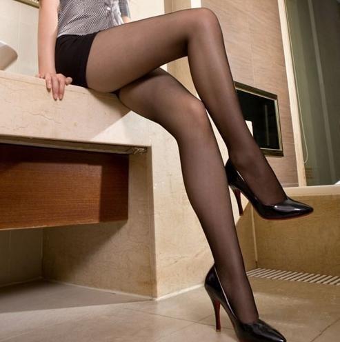 фото женщины в колготках капроновых в юбках