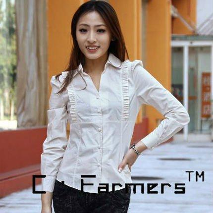 las mujeres de la moda de seda liso con camisas de manga larga ...