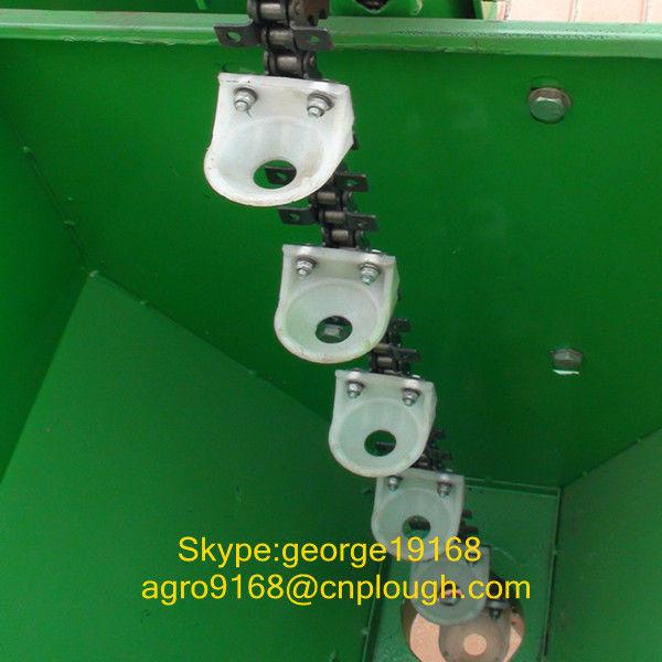 Agicultural tractor potato planter machine with fertilizer
