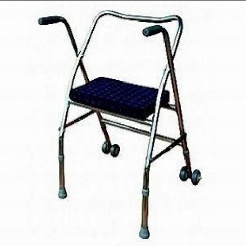 toilettes perc e chaise pour personne g e appareils de. Black Bedroom Furniture Sets. Home Design Ideas