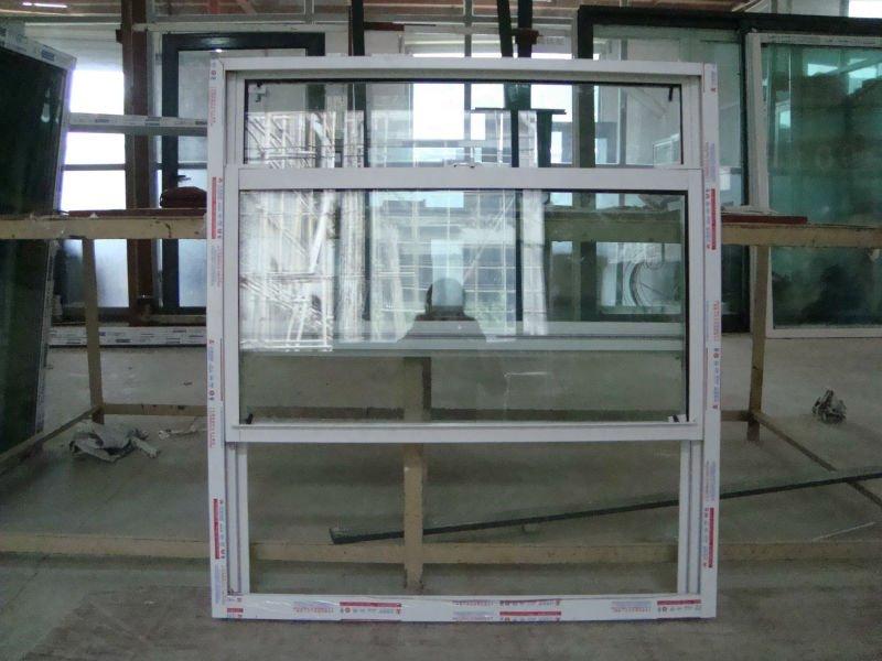 Seule fen tre guillotine fen tre coulissante verticale for Fenetre verticale