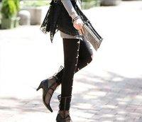 Женские девушки моды великолепные эластичные матовой искусственной кожи выглядят леггинсы