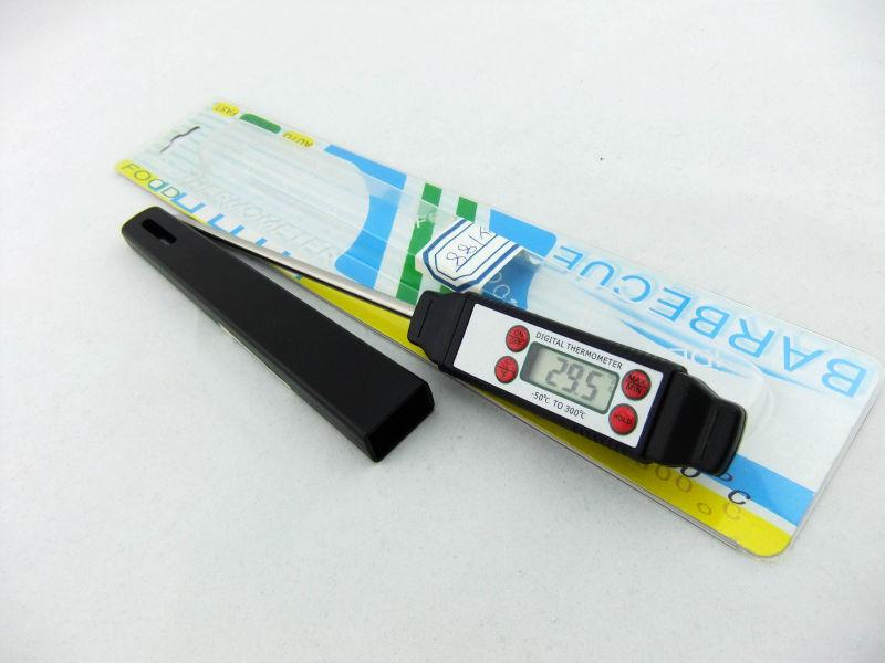 Household Digital Thermometer testing steak/food/beef/meat temperature meter