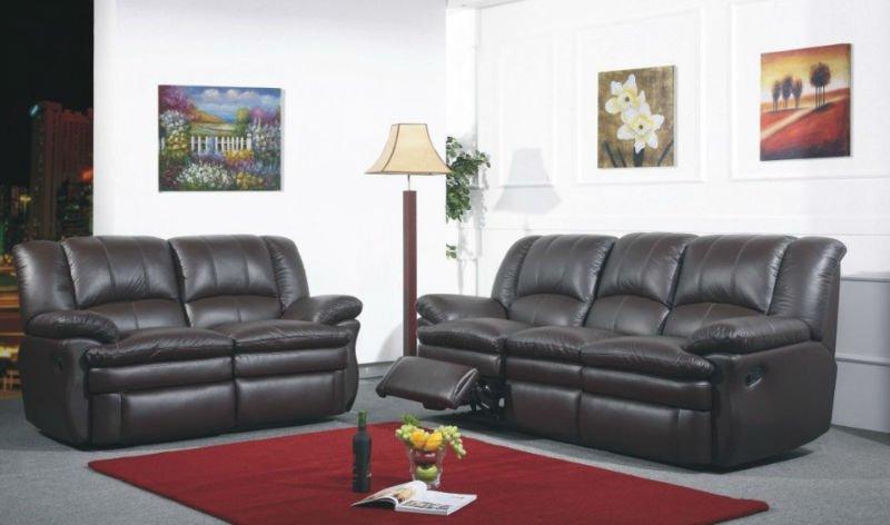 Черный диван в гостиной фото