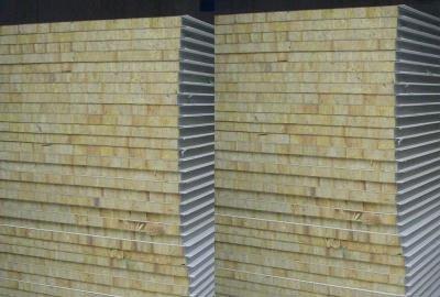 Prefabricated steel frame sandwich panel house