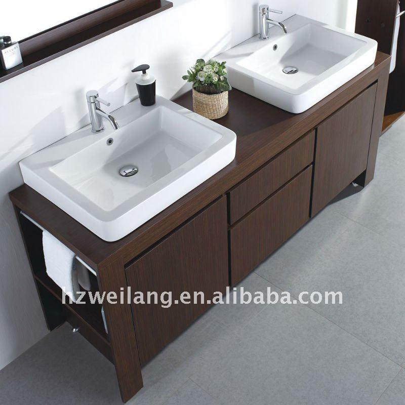 Bagno Moderno Doppio Lavabo: Bagno con top lavabo rivestimento e vasca ...
