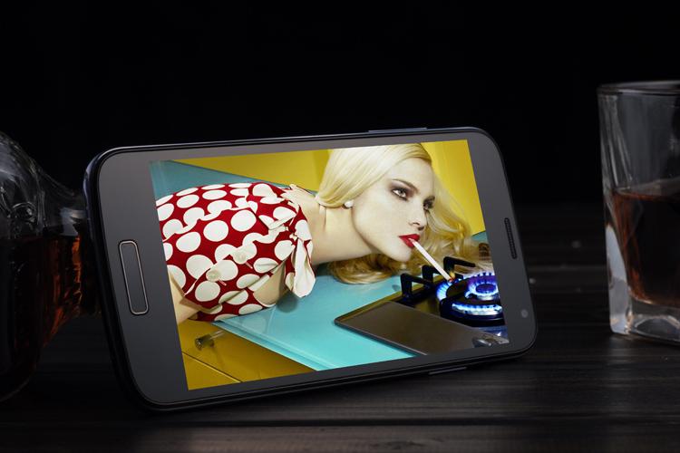 Attractive quad core dual sim 5 inch screen smart phone