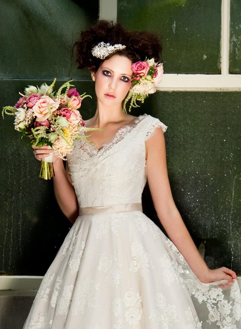 Simple lace wedding dress tea length