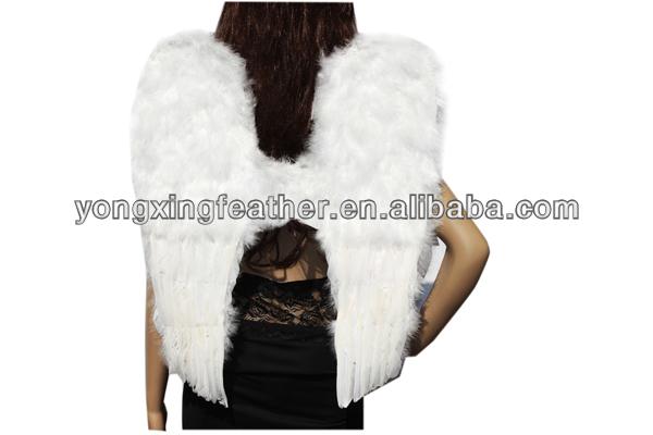 Branco bonito asas de penas de ganso