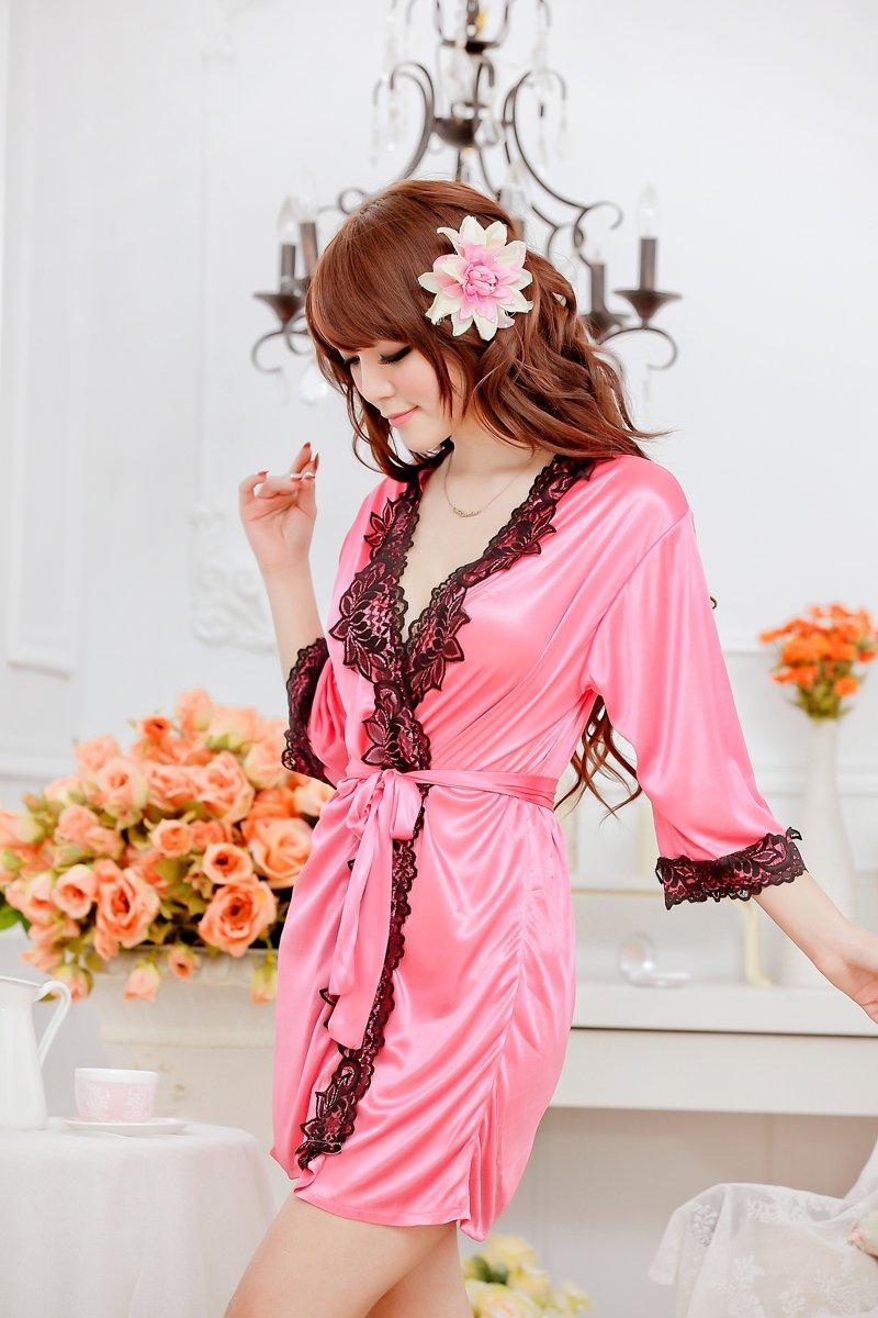 Фото женщина в розовом халатике 17 фотография