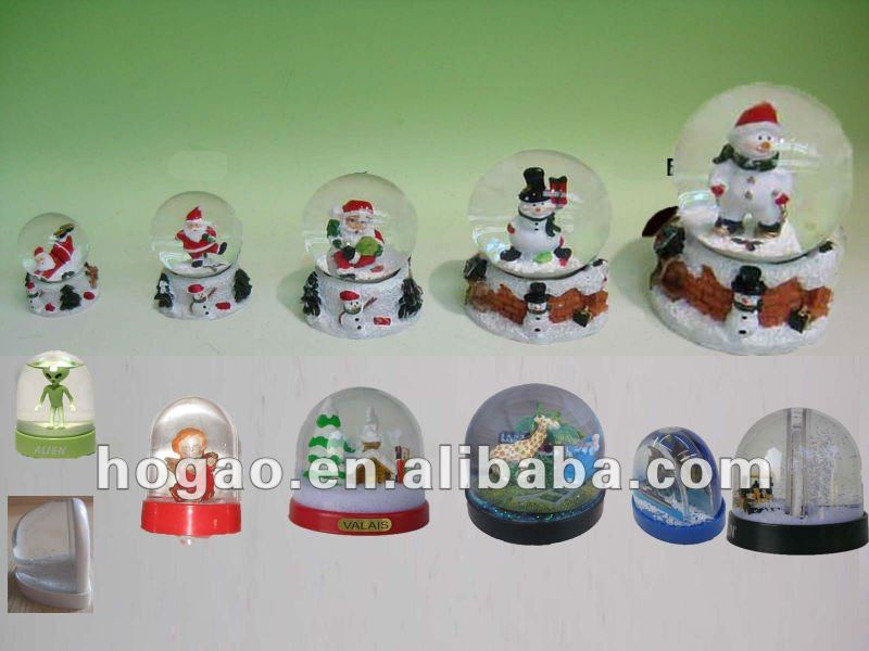 Egyptian pyramids snow globe