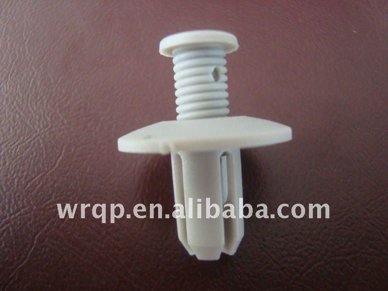 Pluggable auto plastic clip