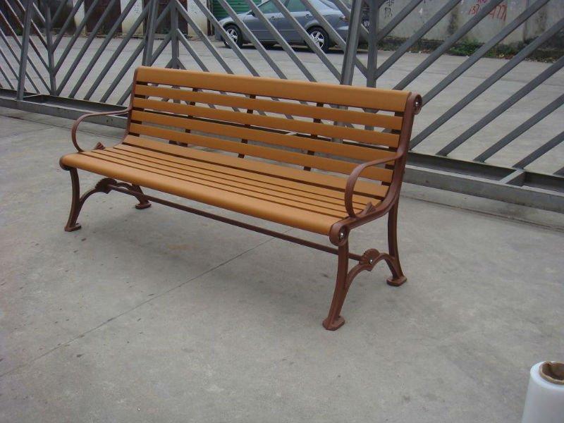 banco de jardim em madeira plástica:de jardim/rua do banco com as pernas de alumínio fundido, madeira