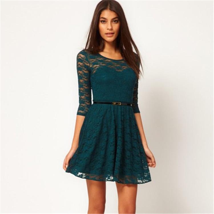 Платье темно зеленое с кружевом