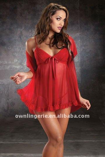 фото женщина в красном коротком пеньюаре
