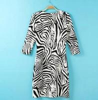 qz924 новая мода женская элегантная зебра полосатая платье o шею Половина рукав случайные тонкий Платье вечернее платье партии