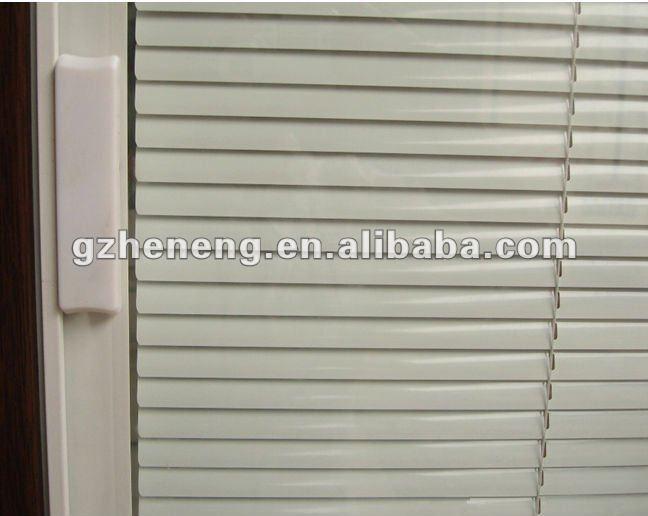 Fen tre de tissu pour rideaux de pvc avec l 39 auvent l for Fournisseur fenetre pvc