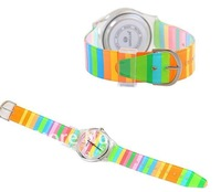 Наручные часы 6018 Round Shaped Silver Watch Dial Colorful Rainbow Plastic Cement Watchband Women's and Kid's Wrist Watch