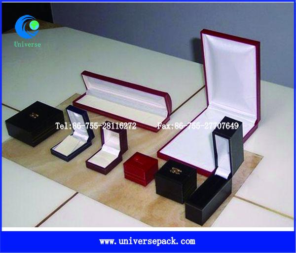 Custom paper jewelry box with foam inserts