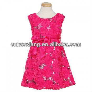 Платье цвета фуксии с черным поясом
