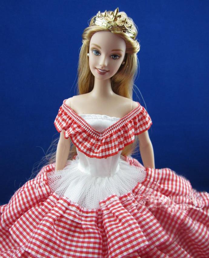 Шапка из ткани для куклы