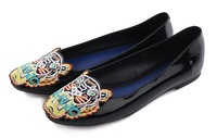 Женская обувь на плоской подошве 2013 Spring Europe America Embroidery Tiger Head Genuine Patent Leather Ladies' Flats Shoes, Ballet Flats Shoes