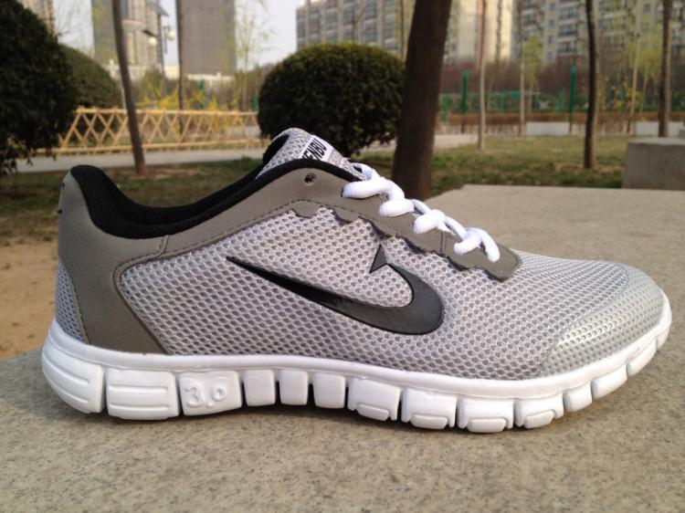 Мода досуг мужчины спортивная обувь