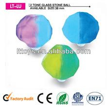 niños forma pelotas de goma