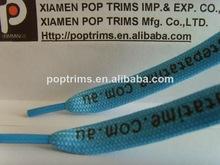 cordones de los zapatos con el logotipo impreso