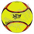 coser pelota de fútbol playa