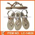 nuevo diseñador de lujo decorado de la hoja de mujer tanga sandalias