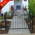 porta de ferro aço metal desenhos em jardim