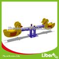 Nuevo diseño de zona de juegos infantiles de madera del asiento subibaja le. Qb. 003