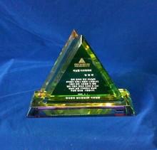 china pirámide de cristal verde de la placa de cristal trofeo