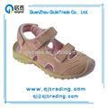 la parte posterior de la moda con ruber suave suela de sandalias para niños